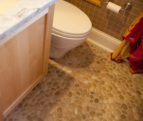 Admirable Bathroom Floors Of River Rock A Detailed House Interior Design Ideas Gentotryabchikinfo