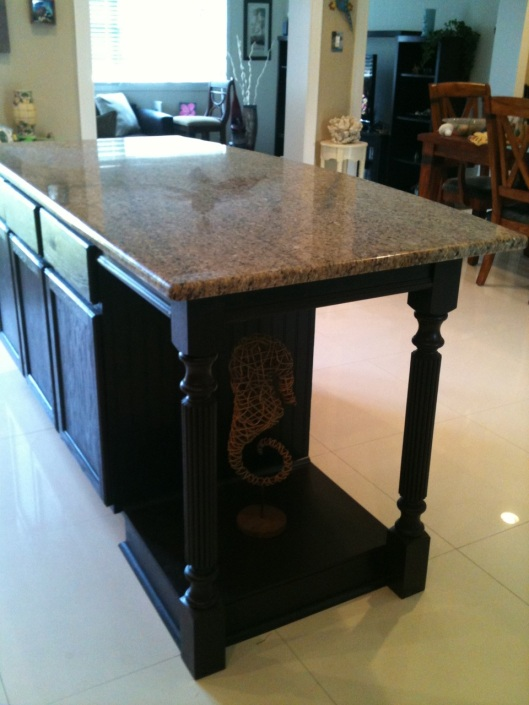 Kitchen Islands with Legs: Hybrids of Farm Tables and ...