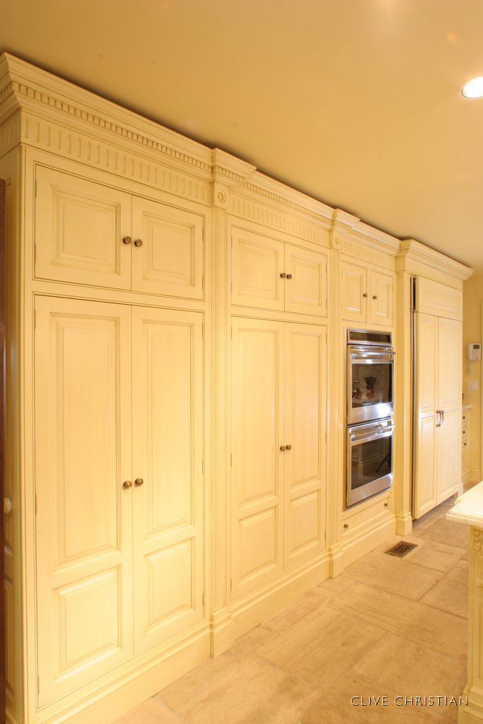 Clive christian kitchens a detailed house - Clive christian kitchen cabinets ...